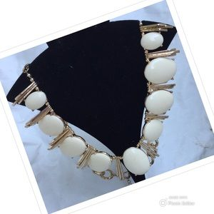 NECKLACE GOLD TONE CREAM SMOOTH OVAL BEADS ADJUSTS